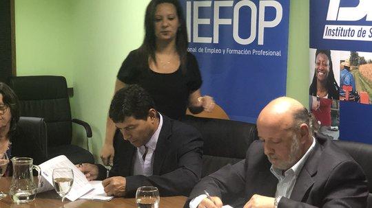 Se firmó el Convenio INEFOP-BPS para el trabajo conjunto con el Centro de Acceso a Tecnologías de Apoyo (CATA)